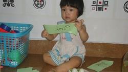 """""""Thần vườn"""" 15 tháng tuổi ở đất Cảng đọc tiếng Việt """"vanh vách"""""""