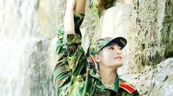 Kinh ngạc xem nữ sinh múa dẻo cực đáng yêu trong đồng phục quân sự