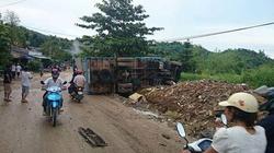 Xe tải tông liên hoàn, 9 người nhập viện