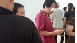 Tài xế bị ném đá trúng mắt bị thương tích nặng hơn