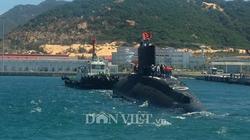 Ảnh: Lai dắt tàu ngầm Kilo 185-Khánh Hòa vào quân cảng Cam Ranh
