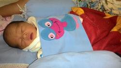 Hà Nội: Cô gái trẻ nhặt được bé trai sơ sinh trong thùng xốp