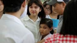 Gia đình đến bất ngờ, thí sinh bật khóc