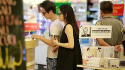 Bắt gặp Đăng Khôi dắt vợ bầu đi mua sắm cuối tuần