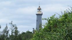 Thăm ngọn hải đăng đón ánh bình minh sớm trên biển Đông