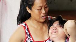 Mẹ nghi can vụ thảm sát ở Bình Phước liên tục ngất xỉu