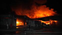 Đồng Nai: Cháy lớn kho phế liệu, QL51 tê liệt