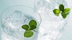 Những tác hại cần phải biết của việc uống nhiều nước đá
