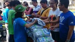 2.000 chiếc áo trắng cho học sinh nghèo