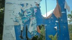 Phản cảm bảng quy hoạch rách nát trưng giữa phố