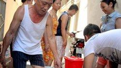 """Tăng giá nước 20%: Hà Nội có hết """"khát""""?"""