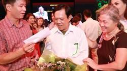 """Khán giả Hà Nội tặng tiền tới tấp cho """"Vua nhạc sến"""""""