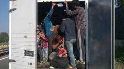 Áo: Phát hiện 86 người bị nhồi trong thùng xe tải khóa kín
