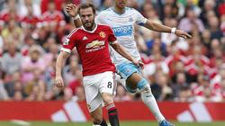 """Rooney """"tịt ngòi"""" 858 phút, M.U tìm vui từ hàng thủ"""