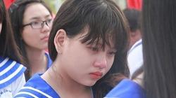 Nữ sinh lớp 12 kể về mẹ khiến cả trường rớt nước mắt