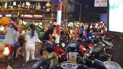 Hà Nội: Loạn giá gửi xe chơi Trung thu phố cổ