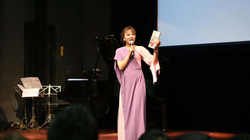 Vi Thùy Linh mang xẩm… đến hội sách