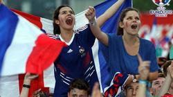 Chùm ảnh: Cầu thủ và CĐV Pháp vỡ òa trong niềm vui chiến thắng
