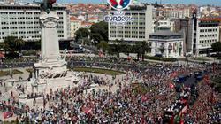 Chùm ảnh: Rừng người đổ ra đường mừng chức vô địch của Bồ Đào Nha