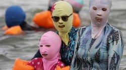 Vì sao người Trung Quốc đeo mặt nạ đi tắm biển?