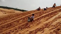 Giới trẻ phát sốt với trải nghiệm trượt cát ở Mũi Né