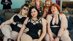 Ngắm những nàng béo cực sexy và sành điệu ở tiệc bể bơi