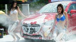 Đốt mắt với vũ điệu rửa xe của người đẹp bốc lửa