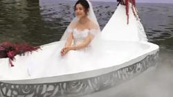 """""""Tiểu Long Nữ"""" tự chèo thuyền đến lễ cưới"""