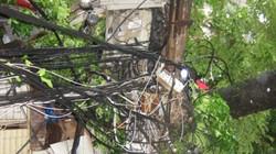 Nhiều khu vực tiếp tục mất điện do bão số 1