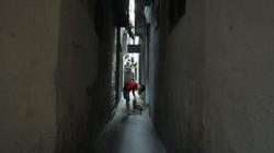 Những ngõ nhỏ như hầm trong lòng phố cổ Hà Nội
