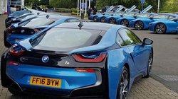 Tỷ phú Thái Lan mua 19 siêu xe BMW tặng cầu thủ Leicester City