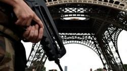 Pháp hốt hoảng sơ tán tháp Eiffel vì báo động khủng bố giả