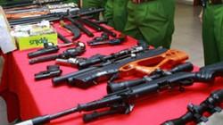 """Cận cảnh kho súng khủng của """"đại ca"""" nhóm giết người"""