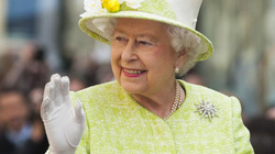 Một sinh viên Trung Quốc thủ dao đi giết Nữ hoàng Anh