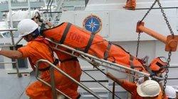Vượt gió cấp 9 cứu ngư dân liệt nửa người trên biển