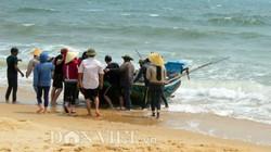 Sau công bố hiện trạng biển, ngư dân lác đác ra khơi