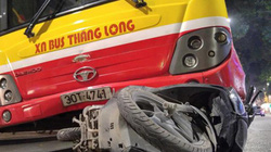 Xe buýt kéo lê xe máy trên phố Thủ đô, cô gái tử vong tại chỗ