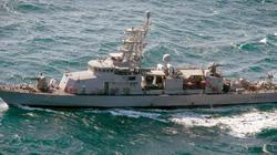 """Hải quân Mỹ bắn 3 phát đạn cảnh cáo tàu Iran """"quấy rối"""""""