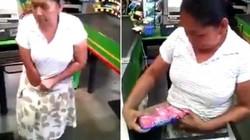 """""""Bà ngoại"""" Mexico trộm đồ siêu thị, nhét vào quần lót"""