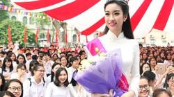 Hoa hậu Mỹ Linh rạng rỡ dự khai giảng trường cũ