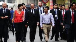 Ảnh: Tổng thống Pháp dạo phố cổ trong chiều thu Hà Nội