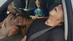 Mỹ: Phẫn nộ bức ảnh bố mẹ phê thuốc, mặc con sau ô tô