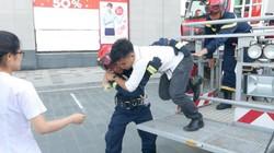"""Clip cảnh sát """"chữa cháy, cứu nạn"""" tại tòa nhà cao nhất Hà Nội"""