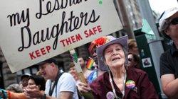 Bà mẹ Mỹ suốt 30 năm biểu tình ủng hộ con gái đồng tính