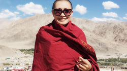 Sốc với hình ảnh Phương Thanh cạo trọc đầu tại Ấn Độ