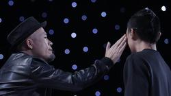 """Huy Tuấn """"tát"""" thí sinh Vietnam Idol trên sóng truyền hình"""
