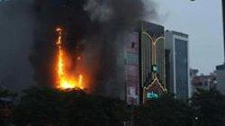 Hà Nội: Cháy quán karaoke 7 tầng, khách chạy tán loạn