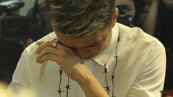 Mr Đàm khóc lặng trước linh cữu ca sĩ Minh Thuận