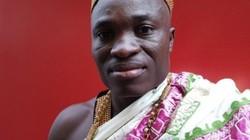 Vua sang nước ngoài làm thuê, kiếm tiền nuôi dân