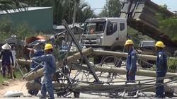 Xe ben quật ngã 8 cột điện ở Sài Gòn, cô gái thoát chết